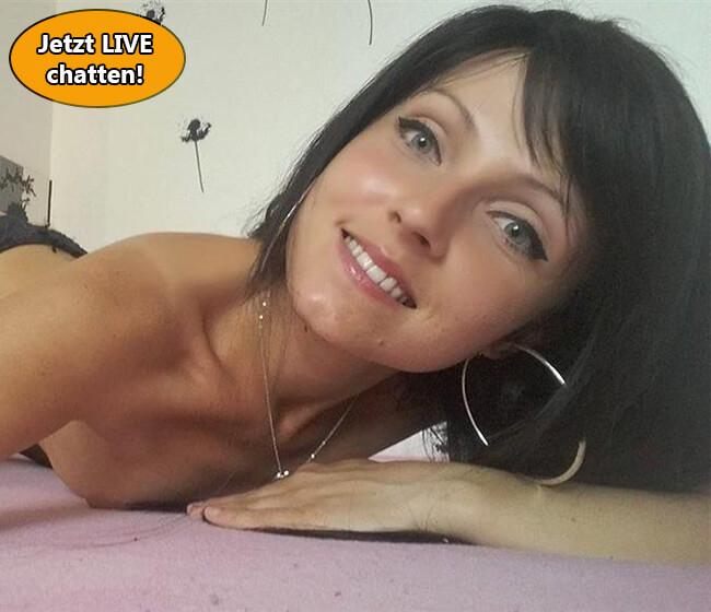 Kostenloser Sexchat mit flachbrüstigem Camgirl!