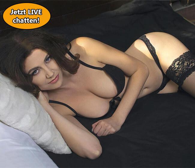 Cambabe fingert ihre Muschi im Live Sex Chat